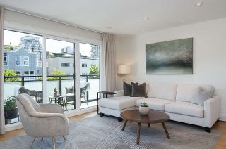 "Photo 2: 301 2255 YORK Avenue in Vancouver: Kitsilano Condo for sale in ""BEACH HOUSE"" (Vancouver West)  : MLS®# R2458588"