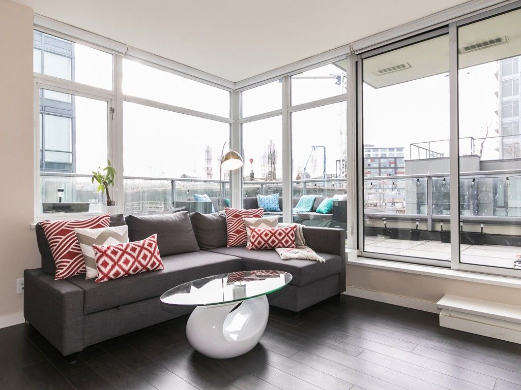 Main Photo: 304 138 W 1ST AVENUE in Vancouver: False Creek Condo for sale (Vancouver West)  : MLS®# R2031062