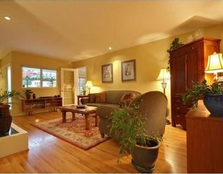 Photo 3: 1350 GREENBRIAR Way in North Vancouver: Home for sale : MLS®# V798599