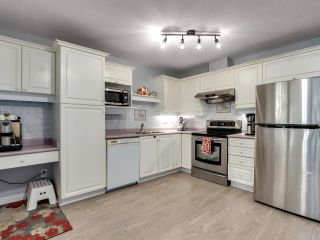 """Photo 8: 302 412 TWELFTH Street in New Westminster: Uptown NW Condo for sale in """"WILTSHIRE HEIGHTS"""" : MLS®# R2625659"""