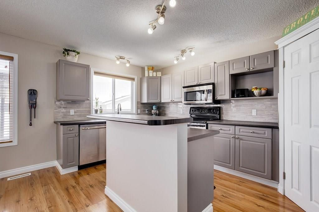 Photo 9: Photos: 32 INVERNESS Boulevard SE in Calgary: McKenzie Towne House for sale : MLS®# C4175544