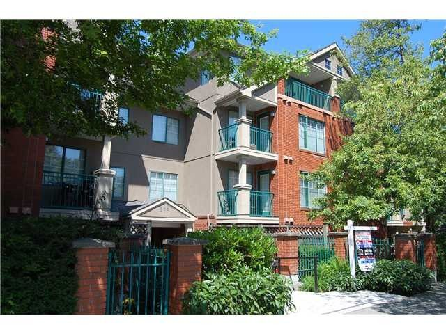 """Main Photo: 106 929 W 16TH Avenue in Vancouver: Fairview VW Condo for sale in """"OAKVIEW GARDENS"""" (Vancouver West)  : MLS®# V978752"""