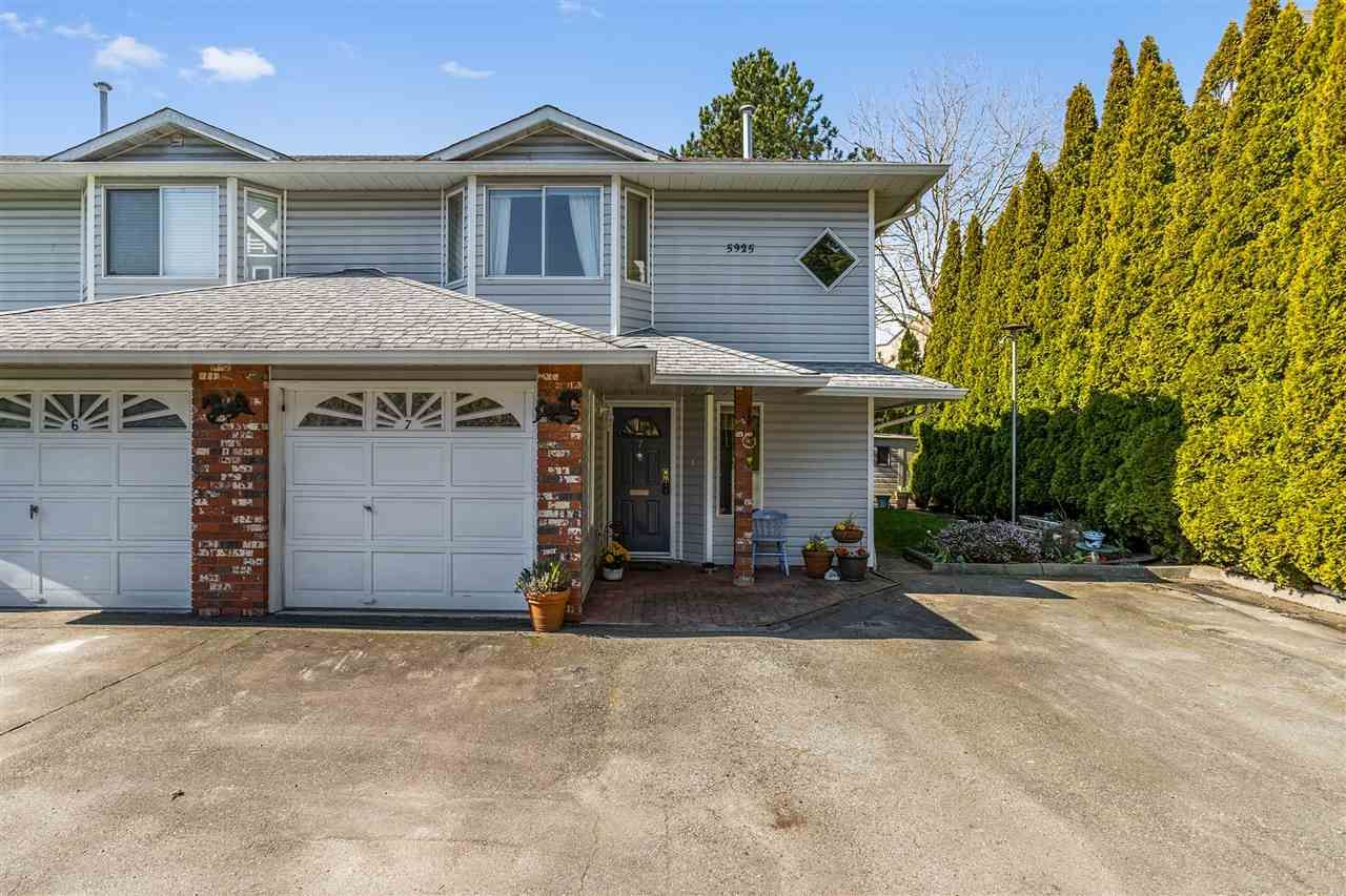 """Main Photo: 7 5925 177B Street in Surrey: Cloverdale BC Townhouse for sale in """"The Gables"""" (Cloverdale)  : MLS®# R2447082"""