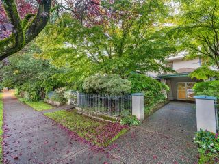 """Photo 2: 203 825 W 15TH Avenue in Vancouver: Fairview VW Condo for sale in """"The Harrod"""" (Vancouver West)  : MLS®# R2625822"""