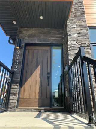 Photo 2: 9733 161 Street in Edmonton: Zone 22 House for sale : MLS®# E4241325