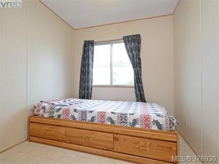 Photo 11: 61 1555 Middle Rd in VICTORIA: VR Glentana Manufactured Home for sale (View Royal)  : MLS®# 756727