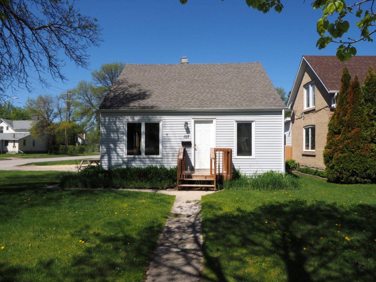 Main Photo: 107 6th Street NE in Portage la Prairie: House for sale : MLS®# 202113397