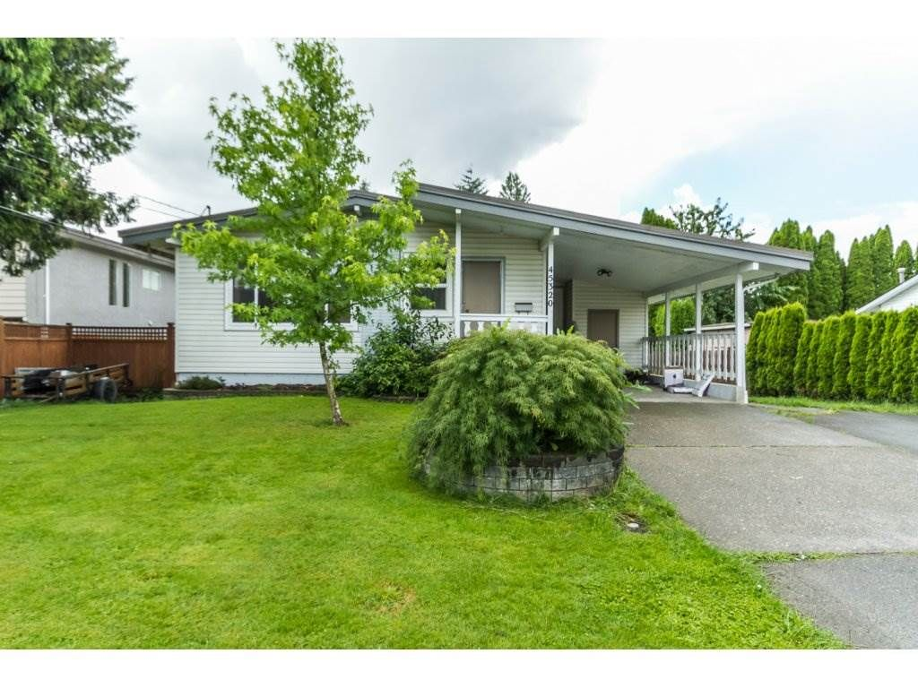 Main Photo: 45320 CRESCENT Drive in Chilliwack: Chilliwack W Young-Well House for sale : MLS®# R2079623