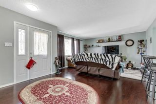Photo 4: 739 64 Avenue NW in Calgary: Thorncliffe Detached for sale : MLS®# A1086538