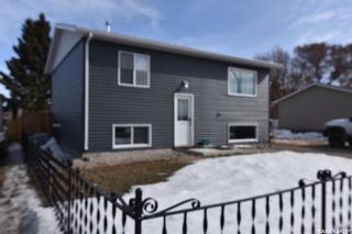 Photo 1: 1003 Centre Street in Nipawin: Residential for sale : MLS®# SK847000