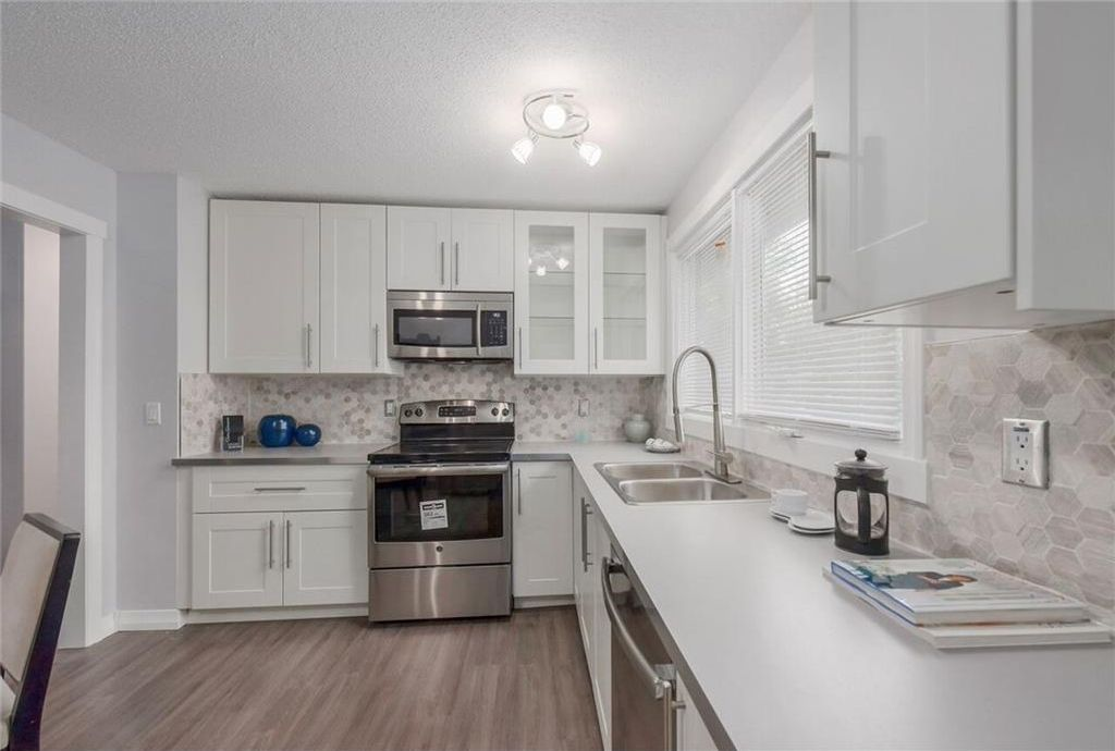 Main Photo: 875 PINECLIFF DR NE in Calgary: Pineridge House for sale : MLS®# C4123364