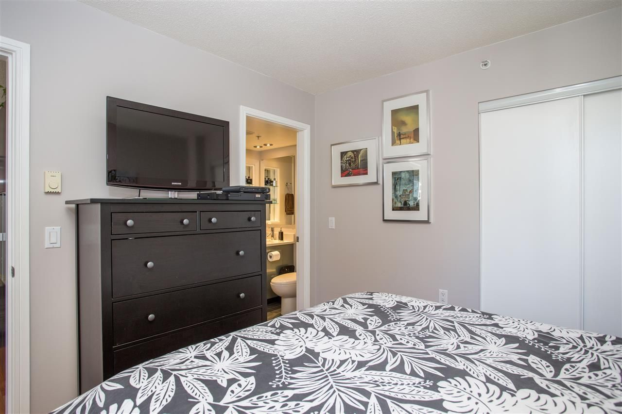 """Photo 10: Photos: 1008 1068 HORNBY Street in Vancouver: Downtown VW Condo for sale in """"The Canadian"""" (Vancouver West)  : MLS®# R2389948"""