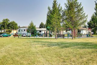 Photo 3: 318 43 Street SE in Calgary: Forest Heights Row/Townhouse for sale : MLS®# A1136243
