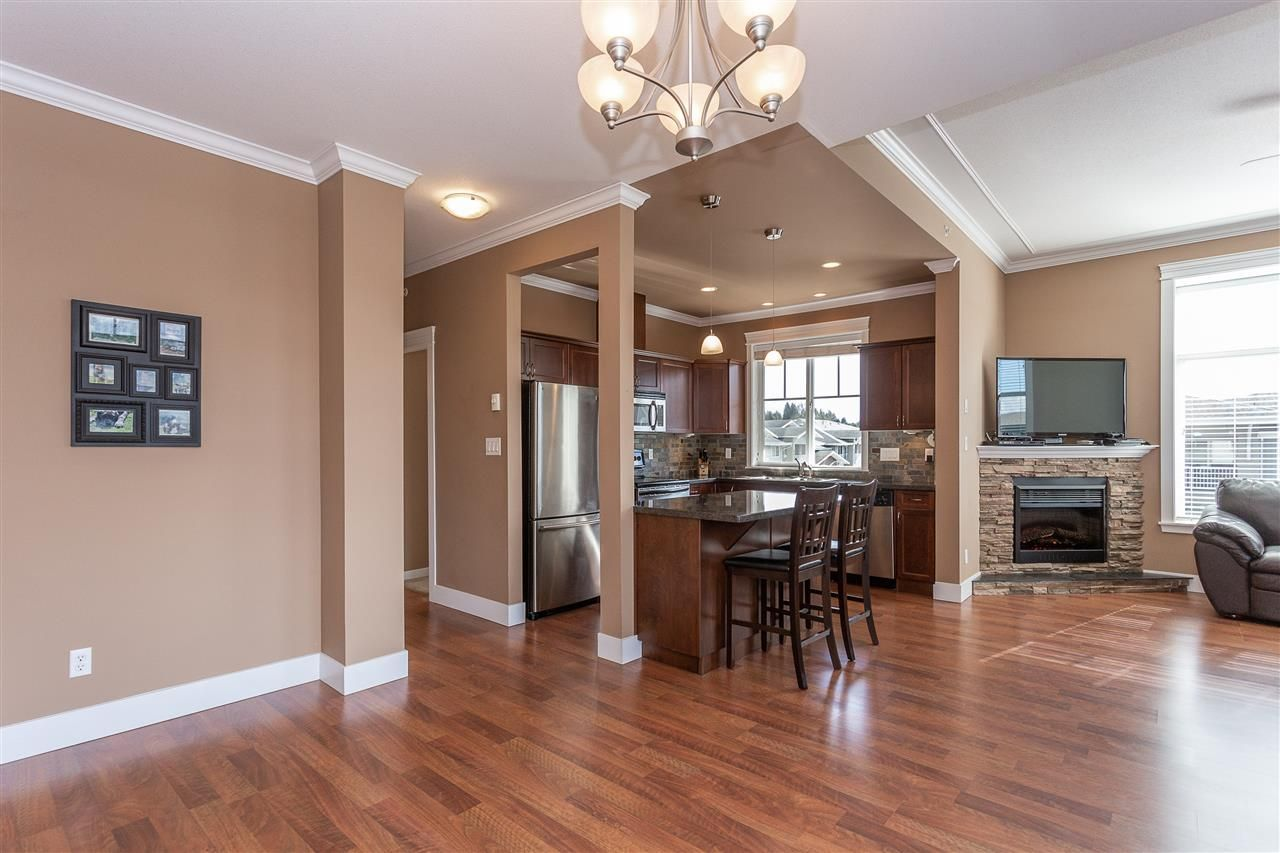 """Photo 4: Photos: 409 33338 MAYFAIR Avenue in Abbotsford: Central Abbotsford Condo for sale in """"The Sterling"""" : MLS®# R2346998"""