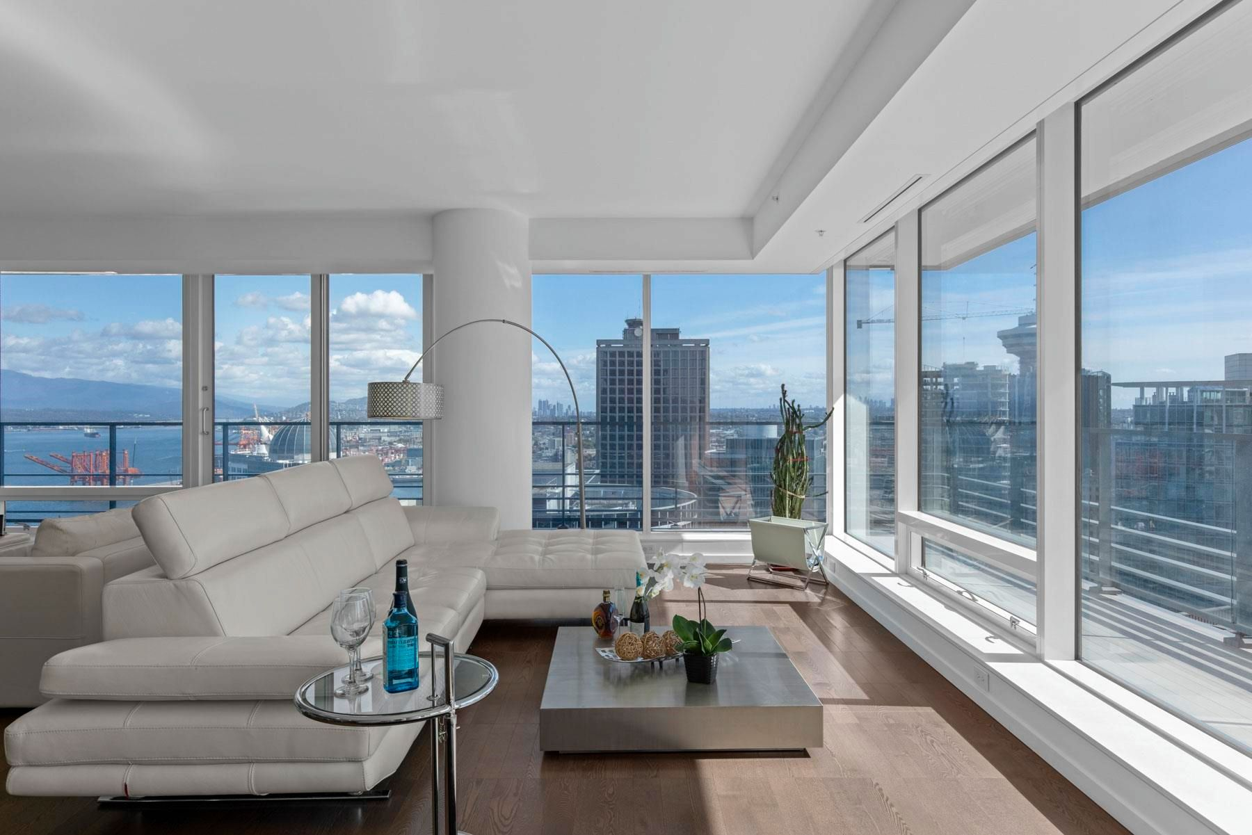 Main Photo: 3403 1011 W CORDOVA STREET in Vancouver: Coal Harbour Condo for sale (Vancouver West)  : MLS®# R2619093