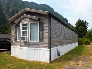 """Photo 2: 3 62010 FLOOD HOPE Road in Hope: Hope Silver Creek Manufactured Home for sale in """"WINDMILL MHP"""" : MLS®# R2600579"""