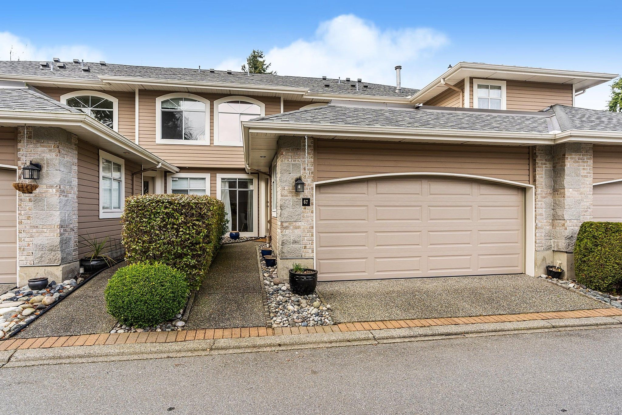 "Main Photo: 67 2500 152 Street in Surrey: King George Corridor Townhouse for sale in ""The Peninsula"" (South Surrey White Rock)  : MLS®# R2545405"