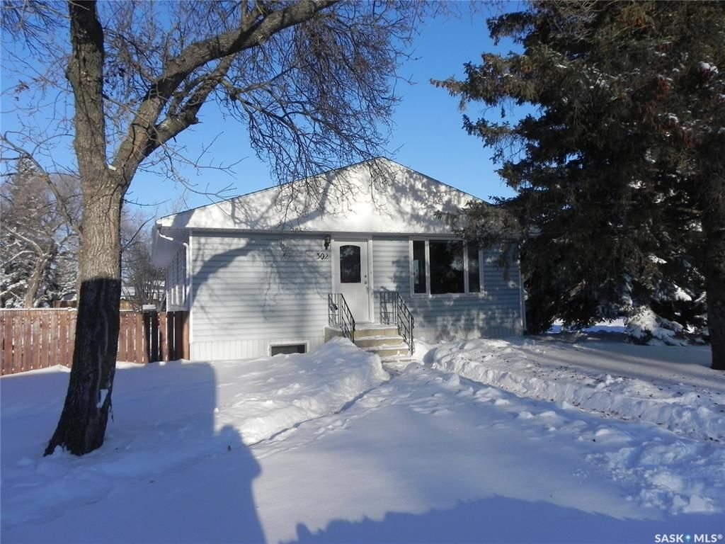 Main Photo: 302 5th Avenue West in Watrous: Residential for sale : MLS®# SK833743