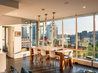 Photo 3: PH901 221 Union Street in Vancouver: Strathcona Condo  (Vancouver East)  : MLS®# R2491219