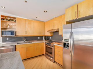 """Photo 10: 511 549 COLUMBIA Street in New Westminster: Downtown NW Condo for sale in """"C2C LOFTS"""" : MLS®# R2129468"""