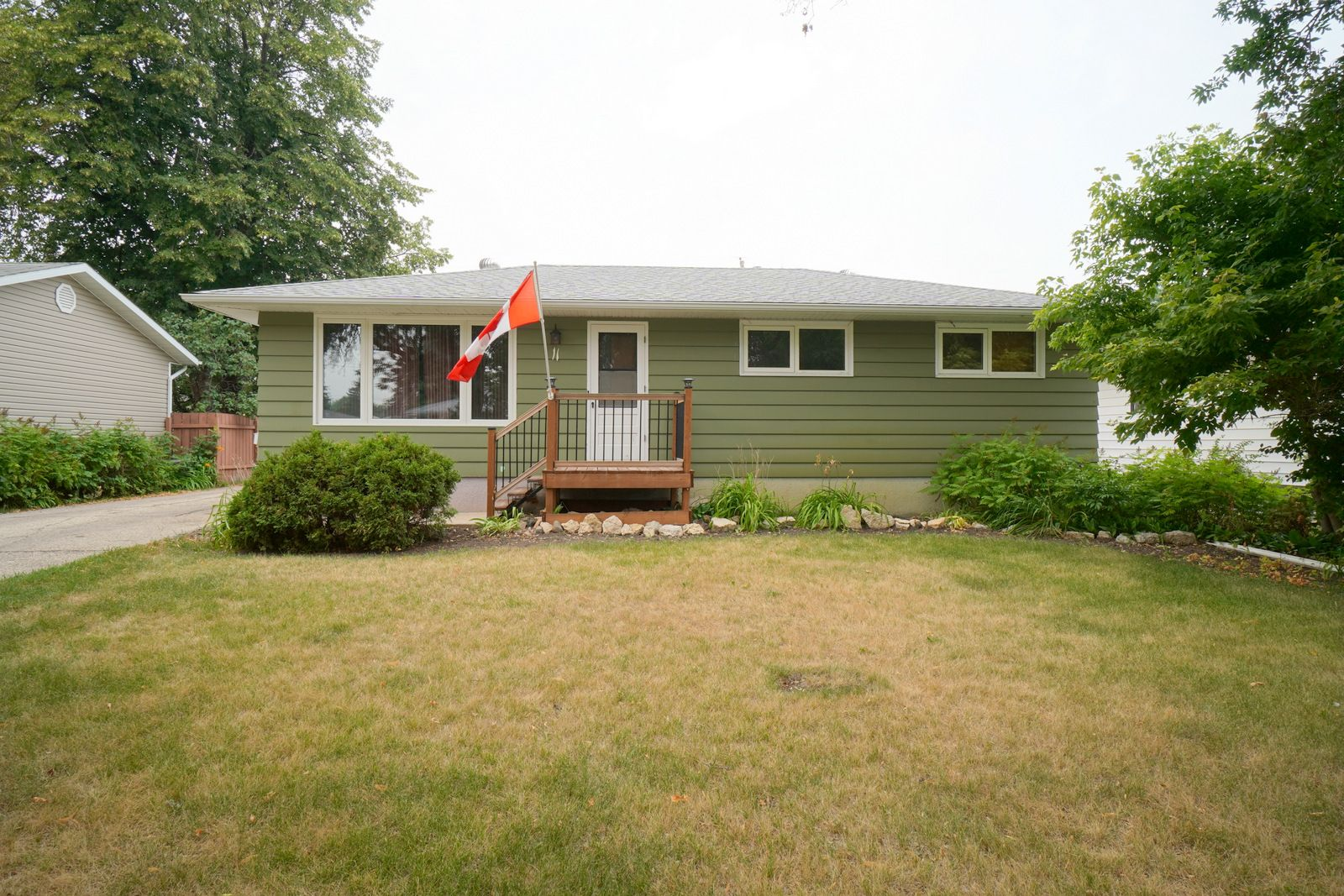 Main Photo: 11 Roe St in Portage la Prairie: House for sale : MLS®# 202120510