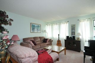 Photo 2: 3177 SECHELT Drive in Coquitlam: New Horizons House for sale : MLS®# R2174898
