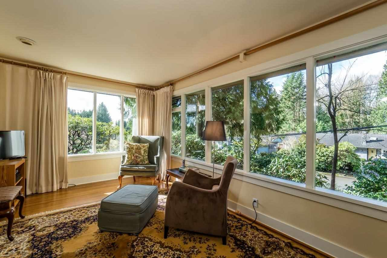 Photo 3: Photos: 3322 WAYNE Drive in North Vancouver: Delbrook House for sale : MLS®# R2045446