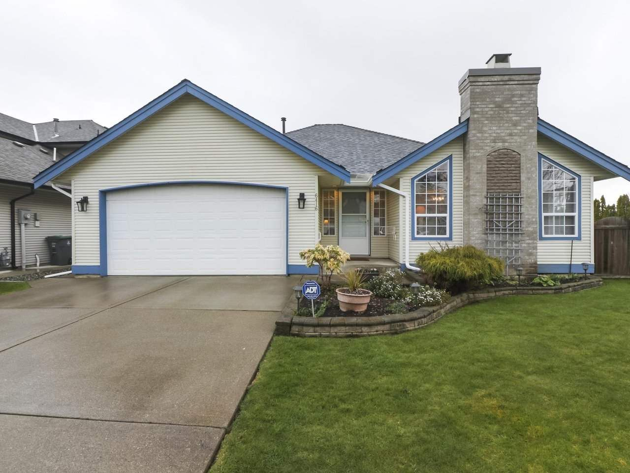 Main Photo: 6416 188A STREET in : Cloverdale BC House for sale : MLS®# R2445513
