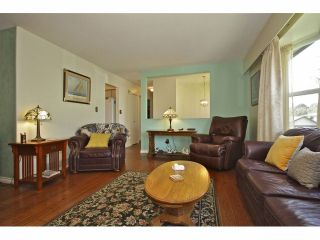 Photo 3: 8841 ROSLIN PL in Surrey: Bear Creek Green Timbers House for sale : MLS®# F1311750