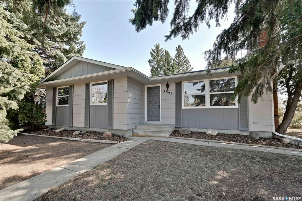 Main Photo: 3842 Balfour Place in Saskatoon: West College Park Residential for sale : MLS®# SK849053
