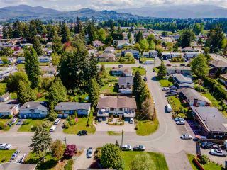 Photo 2: 2442 - 2444 LILAC Crescent in Abbotsford: Abbotsford West Duplex for sale : MLS®# R2575470