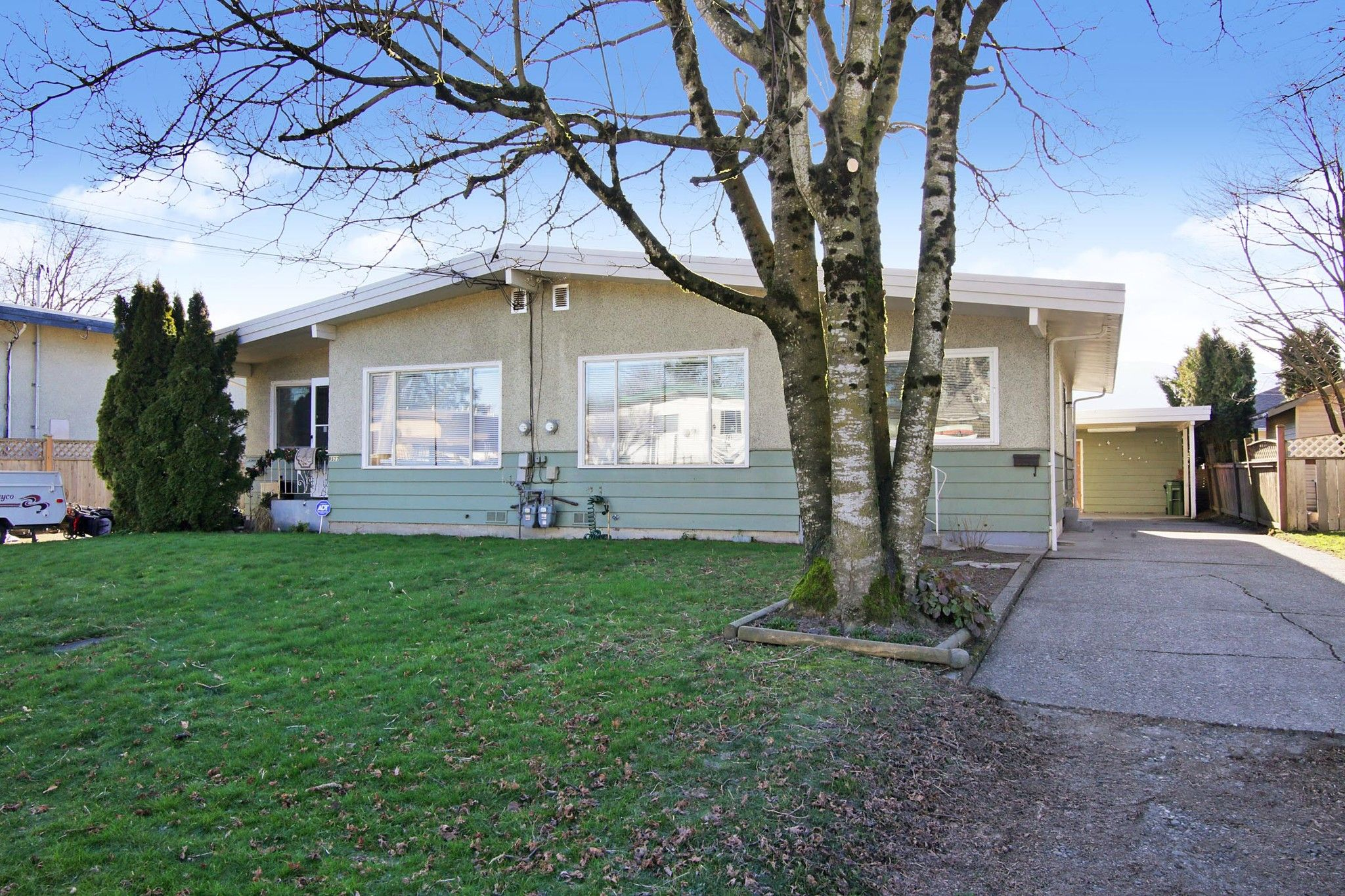 Main Photo: 8520 HOWARD Crescent in Chilliwack: Chilliwack E Young-Yale Duplex for sale : MLS®# R2532277