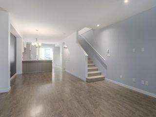 """Photo 3: 27 6450 187 Street in Surrey: Cloverdale BC Townhouse for sale in """"Hillcrest"""" (Cloverdale)  : MLS®# R2421299"""
