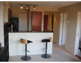 Photo 3: 204 55 ALEXANDER Street in Vancouver: Downtown VE Condo for sale (Vancouver East)  : MLS®# V666128