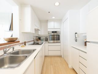 """Photo 18: 406 1551 MARINER Walk in Vancouver: False Creek Condo for sale in """"LAGOONS"""" (Vancouver West)  : MLS®# R2548149"""