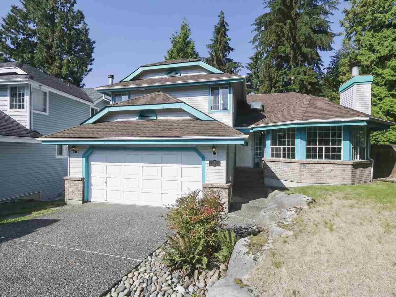 Main Photo: 9 PARKWOOD Place in Port Moody: Heritage Mountain House for sale : MLS®# R2395311