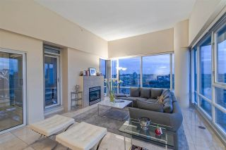 """Photo 8: 3905 1033 MARINASIDE Crescent in Vancouver: Yaletown Condo for sale in """"QUAYWEST"""" (Vancouver West)  : MLS®# R2366439"""