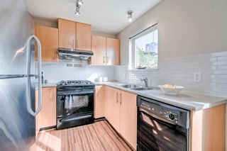 Photo 5: 212 300 KLAHANIE DRIVE in Port Moody: Port Moody Centre Condo for sale : MLS®# R2499330