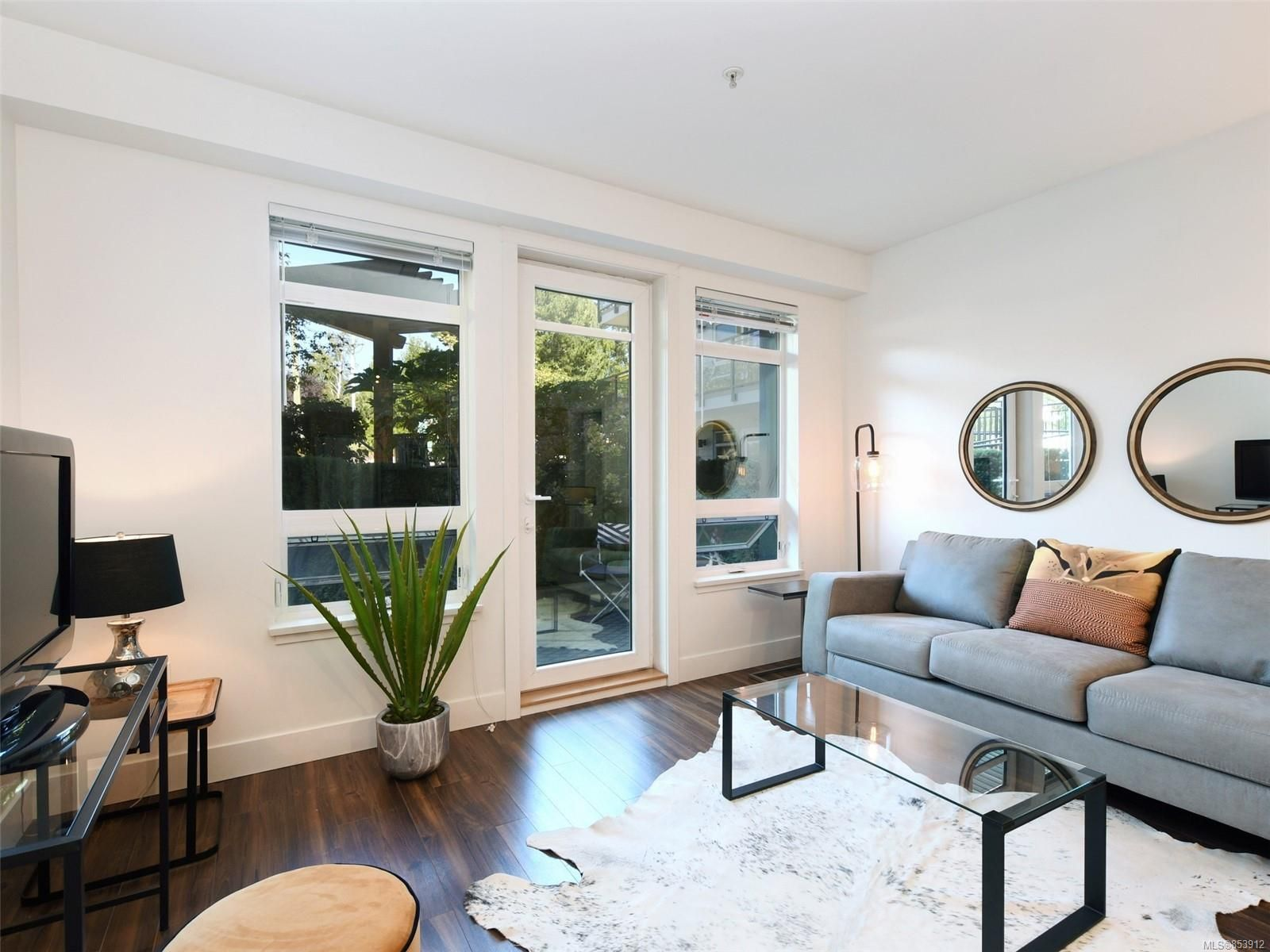 Main Photo: 107 935 Cloverdale Ave in : SE Quadra Condo for sale (Saanich East)  : MLS®# 853912