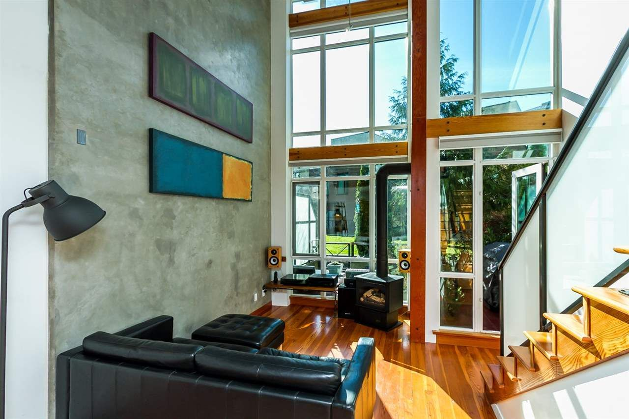 Main Photo: 111 10 RENAISSANCE SQUARE in New Westminster: Quay Condo for sale : MLS®# R2038572