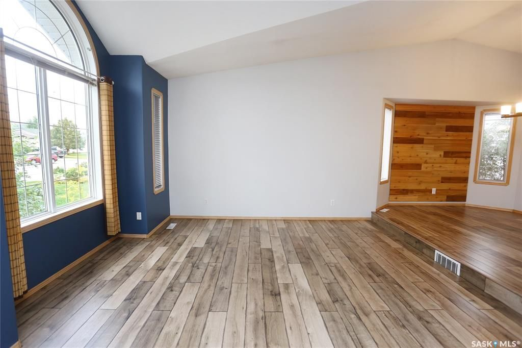 Photo 6: Photos: 206 1st Avenue North in Warman: Residential for sale : MLS®# SK796281