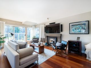 """Photo 8: 1594 ISLAND PARK Walk in Vancouver: False Creek Townhouse for sale in """"THE LAGOONS"""" (Vancouver West)  : MLS®# R2297532"""