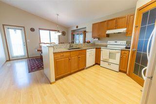 Photo 5: 71 Braswell Bay in Winnipeg: Royalwood Residential for sale (2J)  : MLS®# 202110716