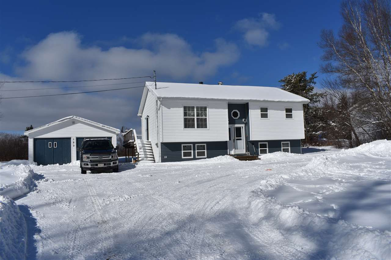 Main Photo: 123 Mines Road in Maccan: 102S-South Of Hwy 104, Parrsboro and area Residential for sale (Northern Region)  : MLS®# 202003761