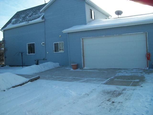 Main Photo: 43 Maple Street in ELMCREEK: Manitoba Other Residential for sale : MLS®# 1100345