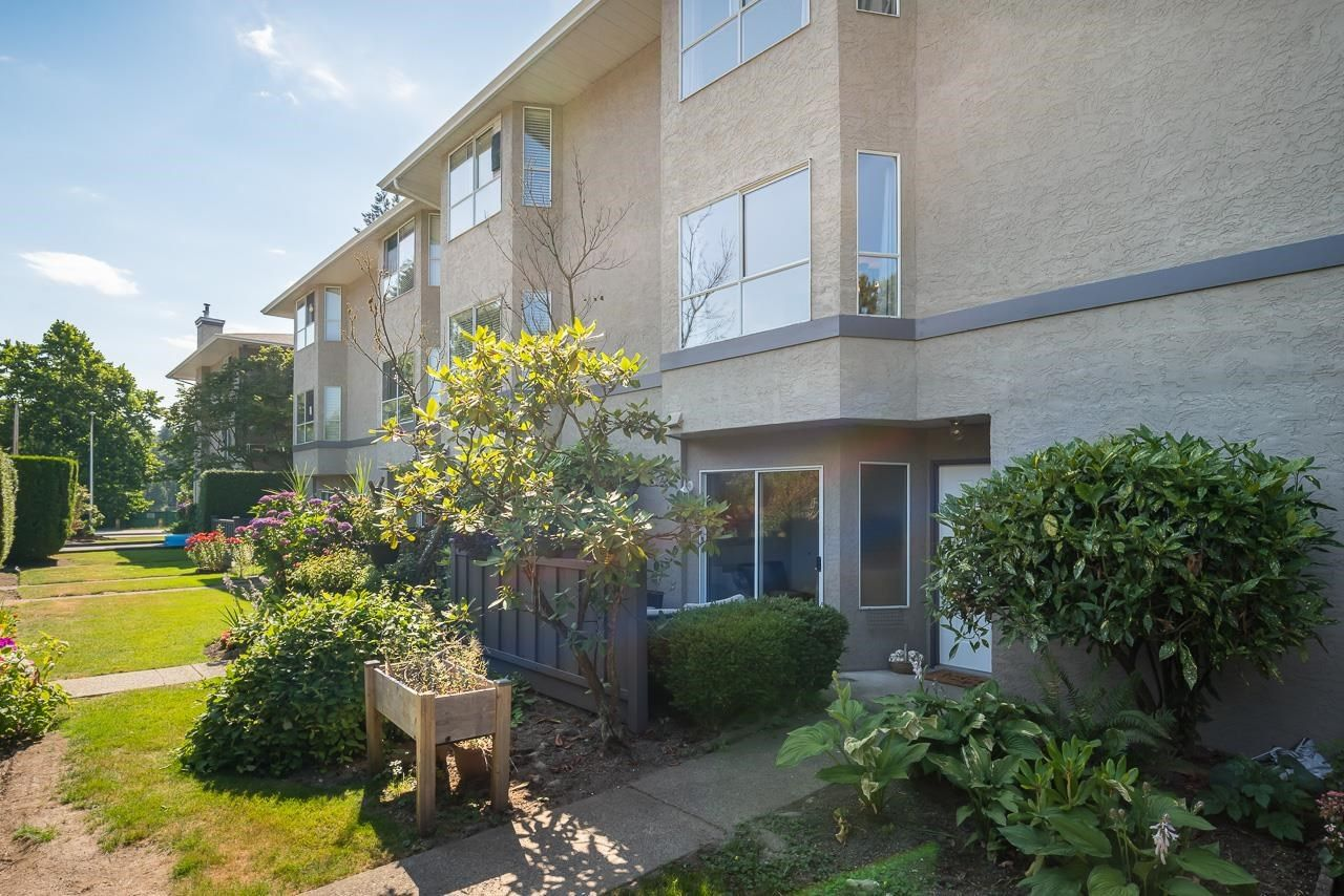 """Main Photo: 4 3476 COAST MERIDIAN Road in Port Coquitlam: Lincoln Park PQ Townhouse for sale in """"LAURIER MEWS"""" : MLS®# R2598471"""
