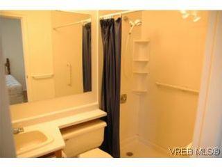 Photo 6: 402 4030 Quadra St in VICTORIA: SE High Quadra Condo for sale (Saanich East)  : MLS®# 510575