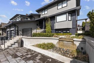 """Photo 1: 7825 WOODHURST Drive in Burnaby: Forest Hills BN House for sale in """"FOREST HILLS"""" (Burnaby North)  : MLS®# R2559120"""
