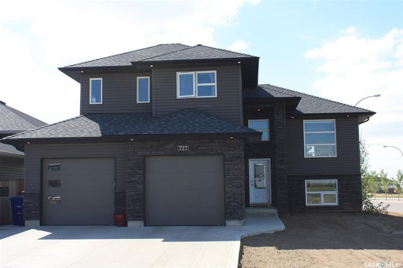 FEATURED LISTING: 727 1st Avenue North Warman