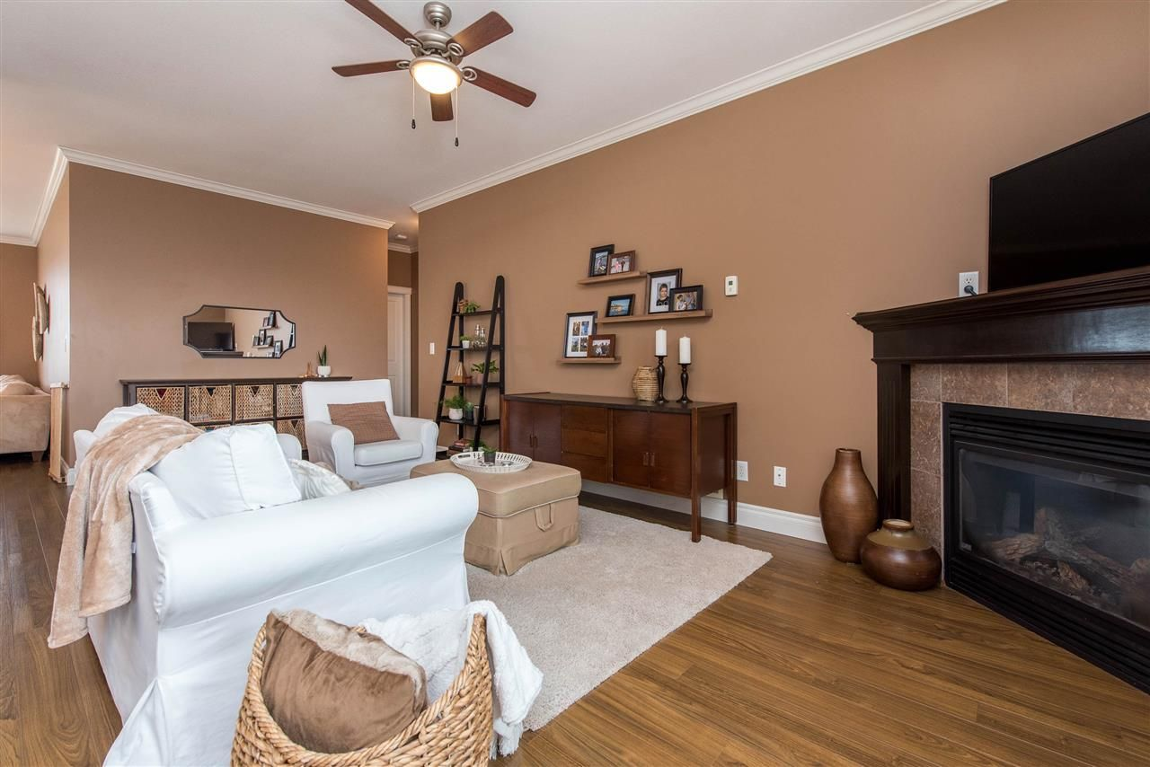 """Photo 13: Photos: 34914 2 Avenue in Abbotsford: Poplar House for sale in """"Huntingdon Village"""" : MLS®# R2548984"""
